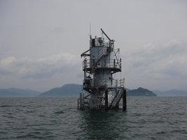 高島市今津沖の琵琶湖の北湖に浮かぶ水質自動測定施設=滋賀県提供