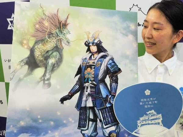 人気イラスト作家の諏訪原さんが手掛けた光秀のイラストとミニうちわ(福知山市役所)