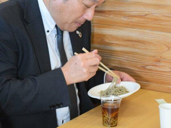 姉川くらげそばの試食会(大津市・龍谷大瀬田キャンパス)