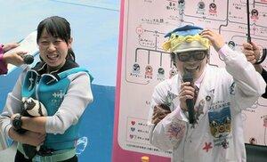 ペンギンと一緒にトークショーに登場したさかなクン(京都市下京区・京都水族館)