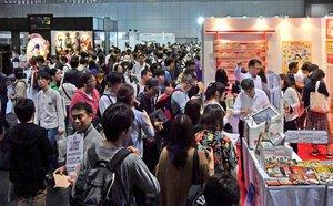 大勢の来場者でにぎわった昨年の京都国際マンガ・アニメフェアの会場(2019年9月21日、京都市左京区・みやこめっせ)