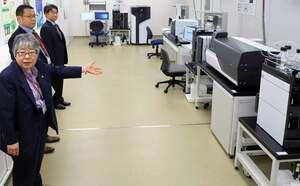 最新鋭の分析機器が備えられた共同研究ラボ(京都市中京区・島津製作所)