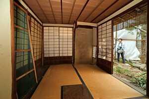 関係者に公開された大久保利通の茶室「有待庵」の内部(20日午前11時58分、京都市上京区)