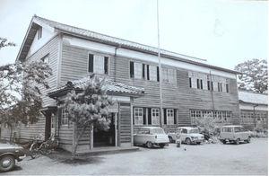1960年代半ば頃の今津東小上弘部分校の校舎(住民提供)