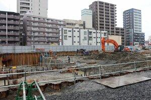 JR草津駅東側で基礎工事が進む「(仮称)市民総合交流センター」=草津市大路2丁目