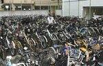 回収された放置自転車が運び込まれる名古屋市中区の栄保管場所