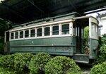 平安神宮神苑に保存されている京都市電・狭軌1型2号車。1961(昭和36)年の北野線廃止当時のまま保存されている (京都市左京区)