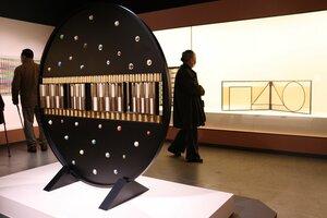 江里さんの截金作品が並ぶ会場(京都市下京区・美術館「えき」KYOTO)