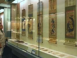 大津絵の点数を増やした常設展示コーナー(大津市御陵町・市歴史博物館)