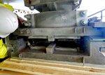 損傷した橋脚部の支承。破断したローラーは取り除かれている(舞鶴市提供)