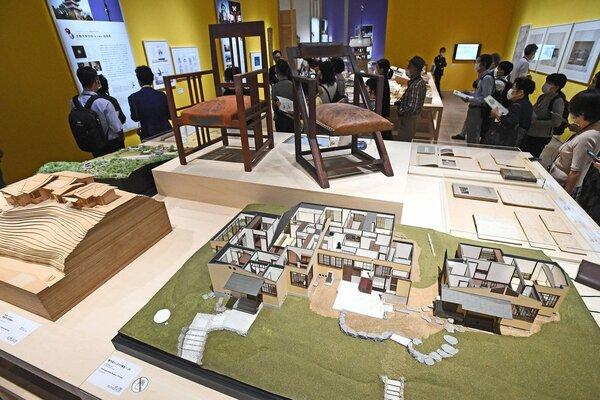 近現代建築の資料が披露された「モダン建築の京都」の内覧会(24日、京都市左京区・市京セラ美術館)
