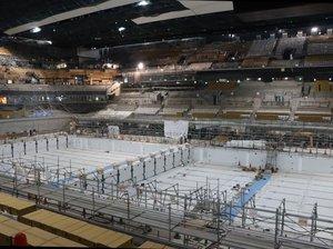 東京五輪・パラリンピックに向け工事が進むアクアティクスセンター。1万5千人分の座席を備える