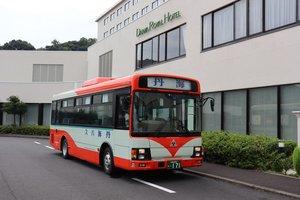 乗り入れを始めるホテル&リゾーツ京都宮津で試運転する丹後海陸交通のバス(宮津市田井)