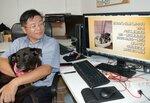 新しい飼い主を待つ犬や猫を紹介する動画を無償で制作する川端さん(大津市)
