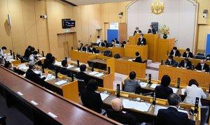 17日に開会した城陽市議会6月定例会の本会議。法改正により、地方議会は男女共同参画の推進主体となった(同市役所)