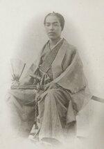 幕末に撮影されたとみられる武士の写真。裏に「田辺藩士 高取貞明肖像」と書かれてある=日置道代さん提供