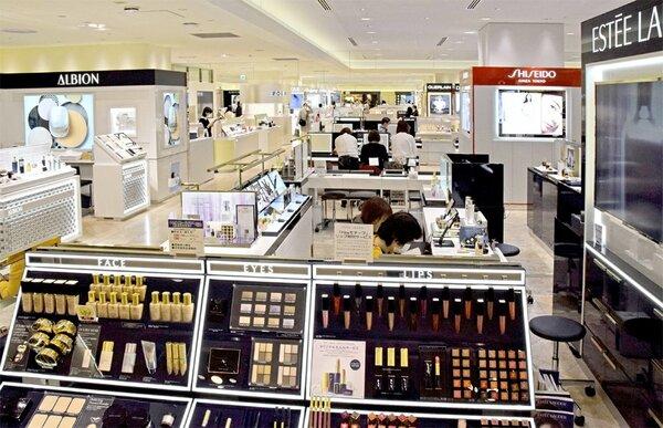 化粧品売り場を増床するなど大型改装を終えたジェイアール京都伊勢丹(京都市下京区)