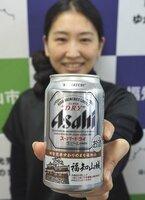 福知山城のイラストが入った缶ビール(福知山市内記・市役所)