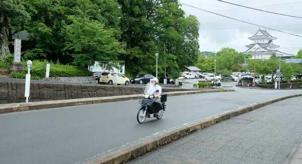南丹市が愛称を募集している園部城跡前を通る市道(南丹市園部町小桜町)