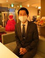 「結婚式を諦めないでほしい」と語る鈴木社長。新たに挙式希望者を募集している