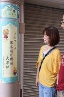 短冊を模したポスターに印刷し、アーケードの柱に掲示されている入賞作品(京都市伏見区・納屋町商店街)