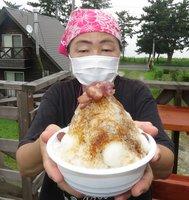 金時豆の甘煮と白玉団子をのせ、自家製黒蜜をかけて仕上げた「沖縄ぜんざい」(高島市今津町深清水)