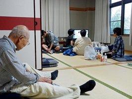 西日本豪雨で住民らが避難した福知山市内の避難所。新型コロナウイルスの感染拡大で、市は対策を急いでいる(2018年7月)