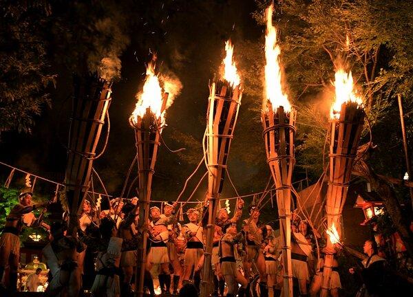 2年前に行われた「鞍馬の火祭」(2019年10月22日、京都市左京区)