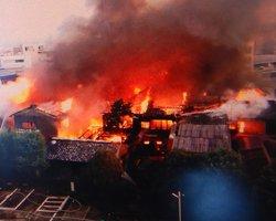 京都市南区の火災現場(9日午前、住民提供)