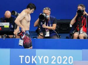 男子200メートルバタフライ準決勝のレースを終え、引き揚げる瀬戸大也=東京アクアティクスセンター