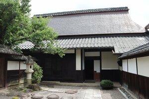1814年に建てられ、近江商人屋敷の風格を醸し出す松樹館の主屋(東近江市五個荘竜田町)
