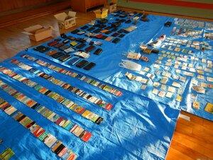 押収された免許証などのカード類や財布(京都市左京区・下鴨署)