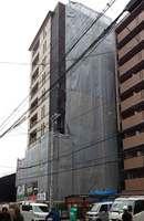 建設中のマンション。ホテルとの競合で近年は供給が減る中、首都圏や海外の富裕層から別荘としての需要が強まっている(京都市内)
