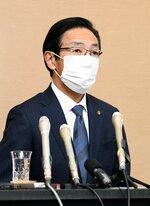 緊急事態宣言の要請について会見する西脇知事(10日、京都市上京区・府庁)