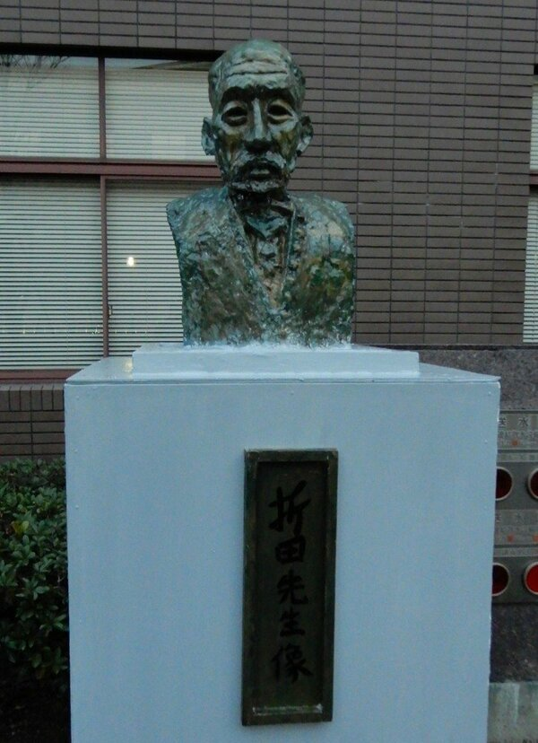 かつてあった「折田先生像」を模した像(京都市左京区)