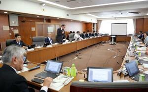 農水省で開かれた豚コレラ対策を議論する有識者会議=3日午前