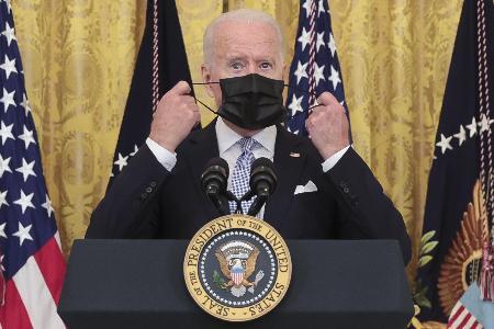 ホワイトハウスで記者会見したバイデン大統領=29日、ワシントン(UPI=共同)