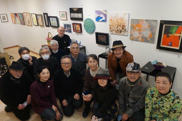 表現の自由を守るため、ジャンルを超えて集まった美術家たち。新型コロナでさらに危機感が募っているという(京都市中京区・ギャラリーヒルゲート)
