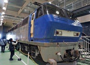 1990年代以降、コンテナ輸送の主力だったEF200形式直流電気機関車