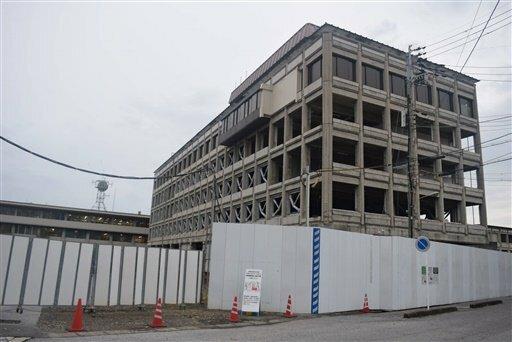 耐震化工事中の彦根市役所本庁舎。工事中断後、3度の入札不調で再開の見通しが立っていない(彦根市元町)