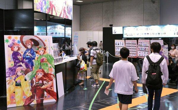 アニメ制作会社などのブースが並ぶ会場(18日、京都市左京区・みやこめっせ)