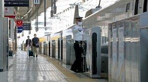 ゴールデンウイークの後半が始まったが、乗降客が少ないJR京都駅の新幹線ホーム(2日午前9時47分、京都市下京区)