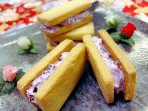 高島市の特産アドベリーを練り込んだバタークリームが特徴の「冷やしアドベリーバターサンド」(大久保琴江さん提供)