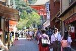 【資料写真】修学旅行生や観光客らでにぎわう清水坂(京都市東山区)