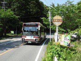 年1回から1日6本にバスの本数が増えた京都バスの「江文神社前」バス停。もう「幻のバス停」とは言わせない?(京都市左京区大原)