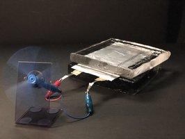 日本電気硝子が試作した全固体ナトリウムイオン電池で作動するモーター