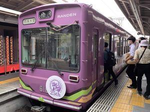 エヴァンゲリオン初号機のラッピング電車(京都市右京区・嵐電嵐山駅)