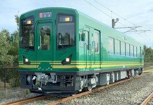 京都丹後鉄道が運行を開始した新車両「KTR302号」(ウィラートレインズ提供)