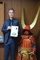 近江ツーリズムボードの観光大使に任命されたクリスさん(彦根市中央町)