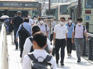 【資料写真】マスク姿で職場へ向かう人たち(京都市内)